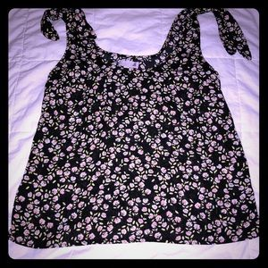 Cute loose fitting tank with ties. Size xs